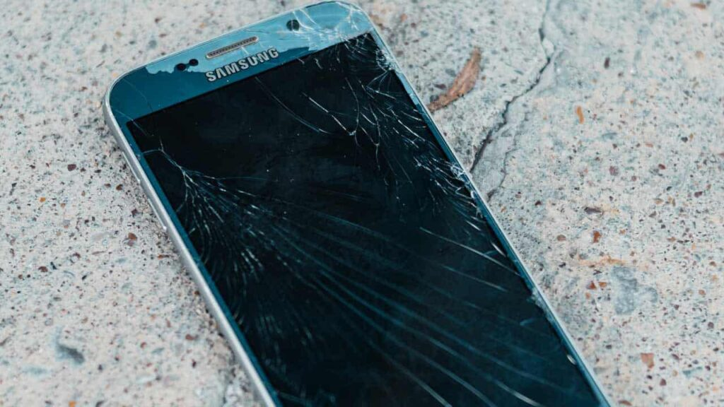 Why Must You Have Your Electronic Devices Repaired By Experts?